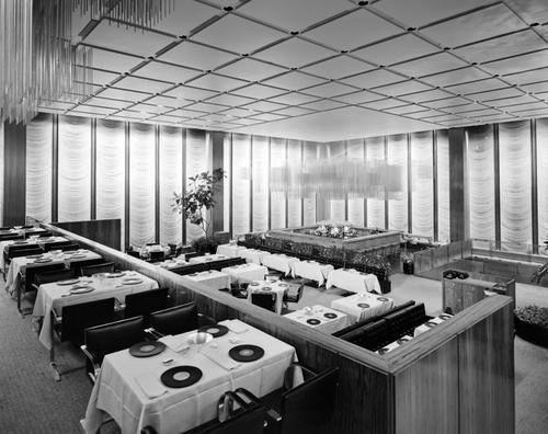 Four Season Seagram Buildingu0027s interiors were designed in 1959 by Philip Johnson who put & 20 best Modern Lighting Collaboration between Architect and ... azcodes.com