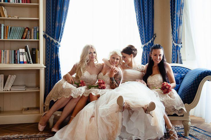 Свадебный фотограф в Чехии: подружки невесты, сборы, букеты, платья подружек невесты