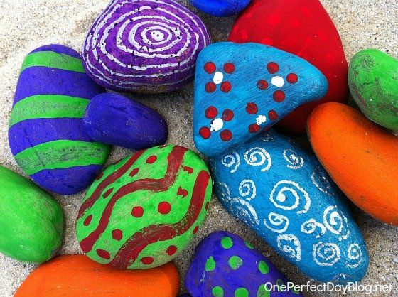 Try painting rocks for your next #AlzActivity. All you will need is a paintbrush, paint, and a few rocks. Lay down some newspaper on a table and help your loved one paint any design or color that they want onto their rock. Afterwards, display the rock in your garden or somewhere that they can see it and enjoy the work that they have done. #MindStart #Alzheimers #DementiaJen C