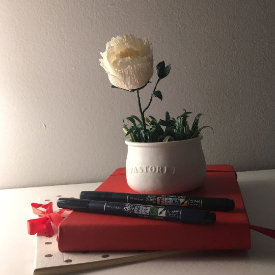 Mini jardín de peonia de papel crepe, centro de mesa, mesero boda, flor de papel realista de VOLTAdErOSCA en Etsy #crepe #handmade #homedecor #paperflower #paperflowers #dyi