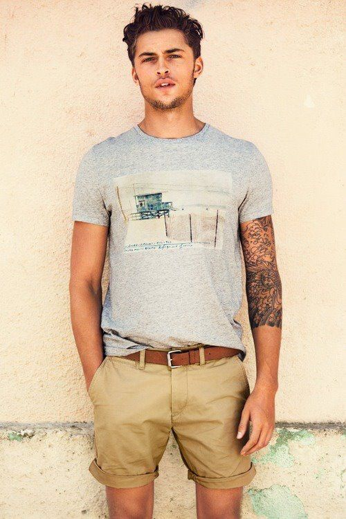 This is what summer is all about! Simple t-shirt with a nice brown belt and some shorts