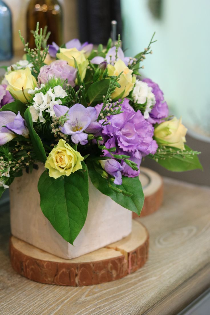 Arranged flowers kiwi rose lisianthus chinese pink