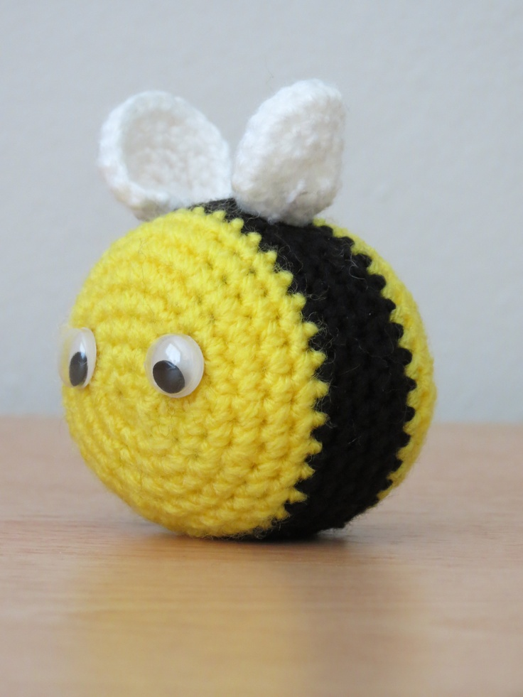 Amigurumi Pattern Bee : 1000+ images about Alfileteros on Pinterest Toys ...