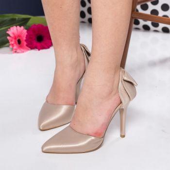 Pantofi stiletto aurii din satin. Inaltimea tocului este de 10,5 cm