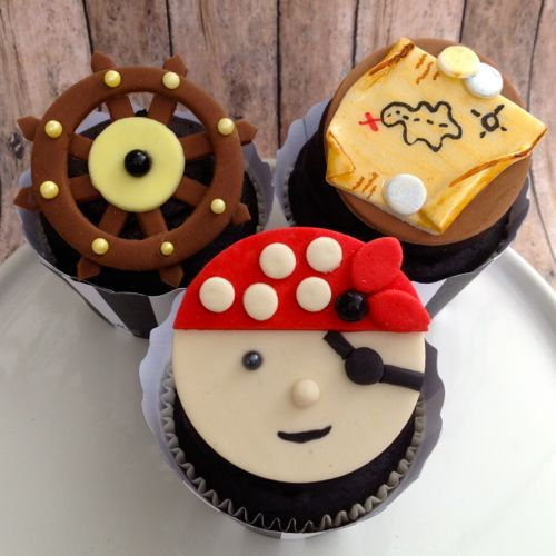 Cake With Cupcakes On Top : 1300 best toppers cupcakes images on Pinterest Cakes ...