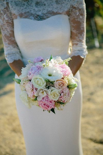 pink and white bouquet by Vanda Floral Design http://www.hotchocolates.co.uk http://www.blog.hotchocolates.co.uk
