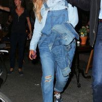 <p>Beyonce went for a pizza run with Jay Z in Brooklyn in $255 Hudson London Overalls and $1,070 Stella McCartney Silver Britt Shoes: It's always hilarious to see how people in the background react to Bey. Her slouchy overalls have cute rolled hems. Her masculine-inspired lace-ups have a sustainable wood platform, a square toe, and…</p>