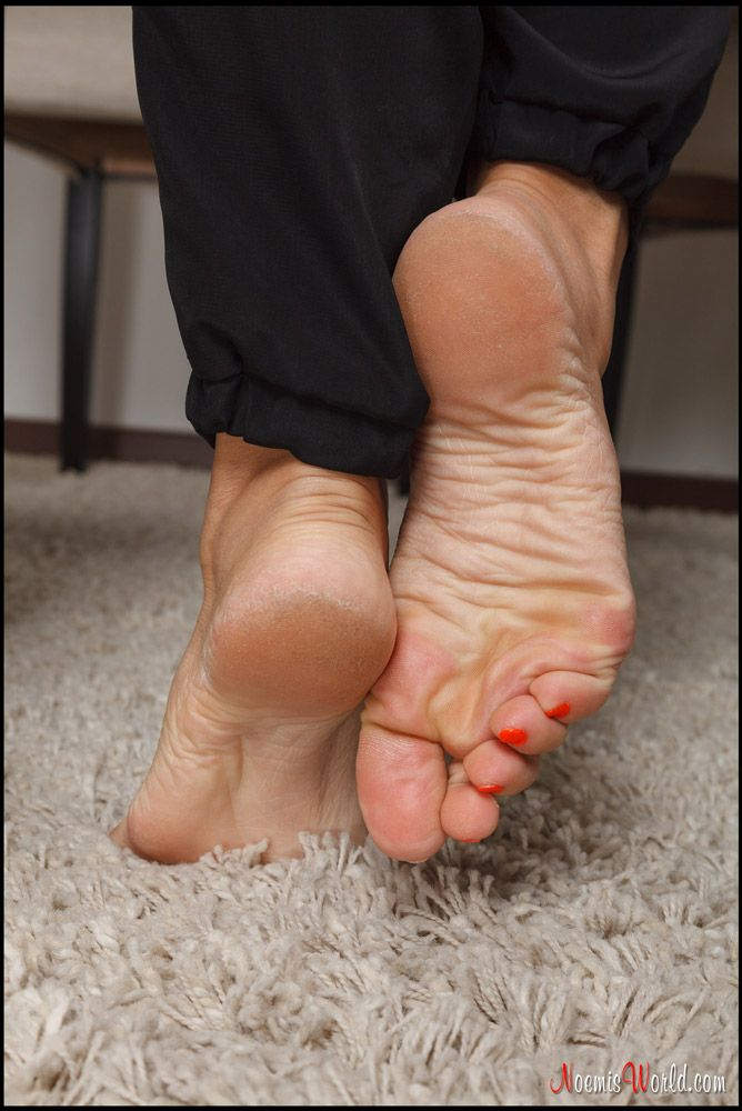Sexy mature toes-3384