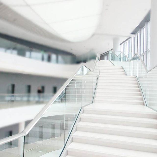 #icekrakow #krakow #poland#igerskrakow #congresscentre #alliswhite #white#pure #stairs#architecture#archilovers #good#instagood #glass @icekrakow #polandarchitecture