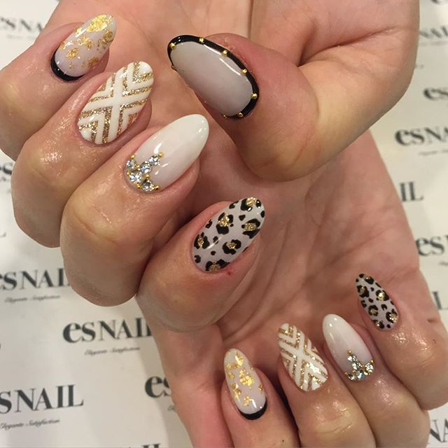 #whitenails #gold #black #coolnails #nailart #gelnails #japanesenail #designs #alldifferent #leopard #almondnails #esnail #beverlyhills #ネイルアート #ジェルネイル #白ネイル #白黒ネイル #レオパード