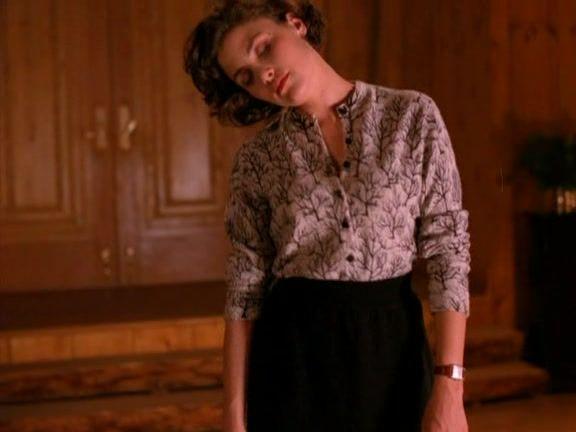 Recap of Twin Peaks Season 1 Episode 1 (S01E01) - 40