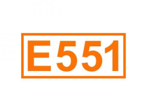 E 551 auch Siliciumdioxid genannt. Erfahren Sie alles über diese Kennzeichnung von Lebensmittelzusatzstoffen, ihren Einsatz sowie Bedenklichkeiten.