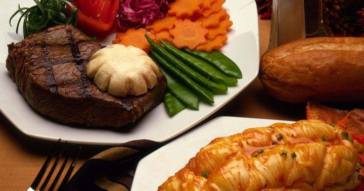Los 10 mejores restaurantes de carnes en Nueva York. La ciudad de Nueva York juega el papel de anfitrión de algunos de los más finos restaurantes en el mundo, incluyendo restaurantes de carne de alto nivel. Estos establecimientos impecables para cenas tienen finos chefs, personal de servicio profesional, y lo más importante, cortes de res preparados delicadamente. Los siguientes restaurantes ...