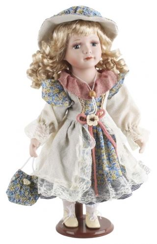"""Păpuşă de porţelan """"Anastasia"""" - cadou decorative adorat de copii şi adulţi deopotrivă căci, nu-i aşa, nostalgia e-un lucru greu de vindecat.  http://www.retroboutique.ro/decoratiuni/alte-decoratiuni/papusa-de-portelan-anastasia-872"""