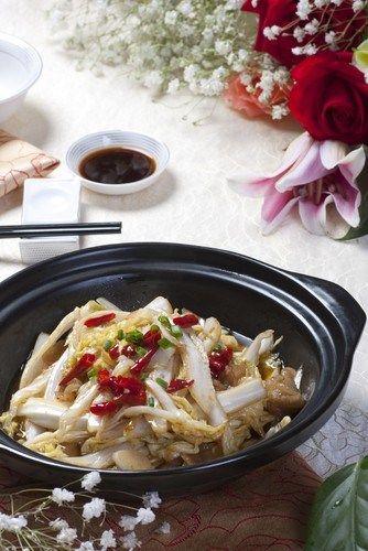 Салат из пекинской капусты с чили и кинзой
