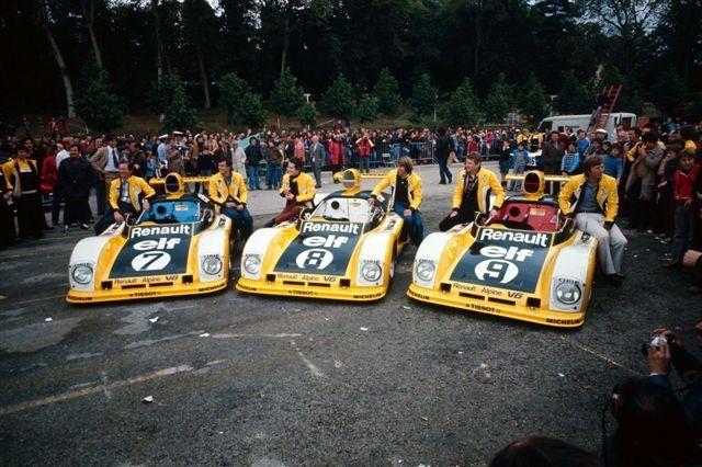 (7) Patrick Tambay / Jean-Pierre Jaussaud Alpine-Renault A442 - (8) Jacques Laffite / Patrick Depailler - Alpine-Renault A442 - (9) Jean-Pierre Jabouille / Derek Bell - Alpine-Renault A442 - Équipe Renault Elf - XLV Grand Prix d'Endurance les 24 Heures du Mans 1977 - Non championship race