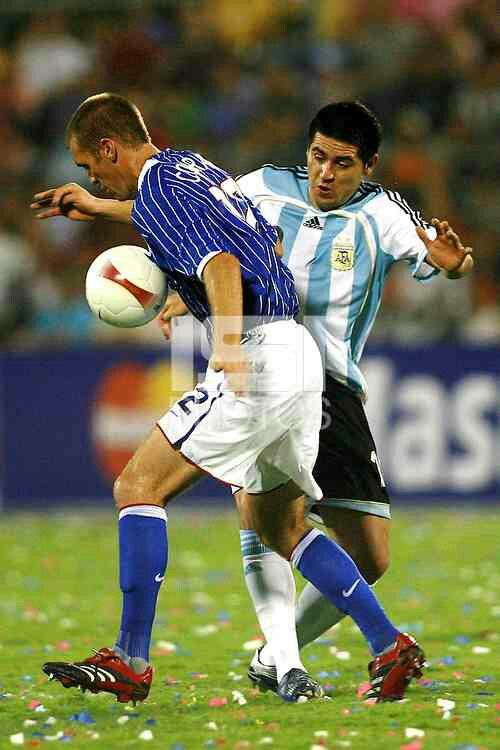Argentina 4 USA 1 in 2007 in Maracaibo. Jimmy Conrad is challenged by Juan Roman Riquelme in Group C at Copa America.