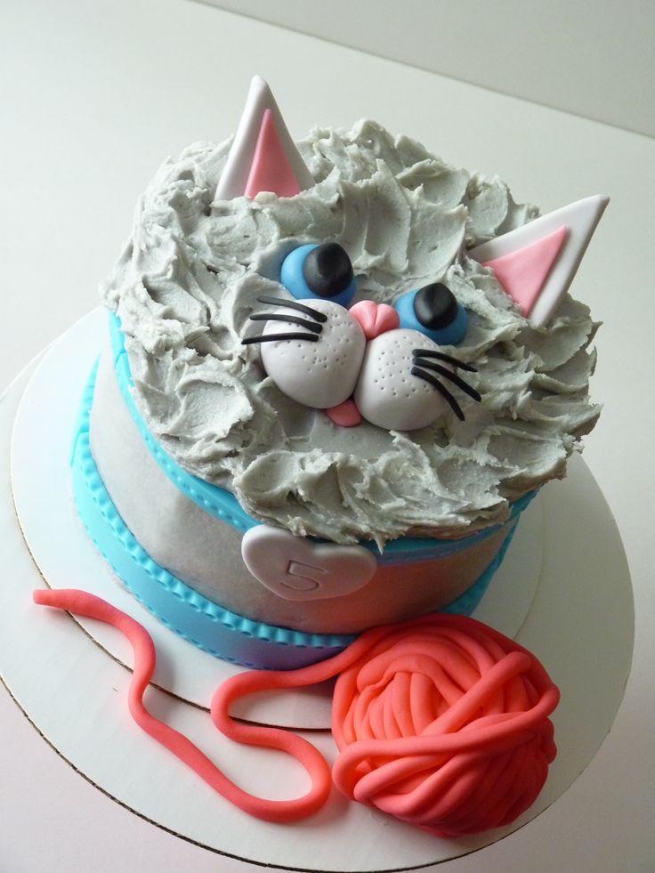 Kitty cat cake #mimissweetcakesnbakes #kittycake #meow