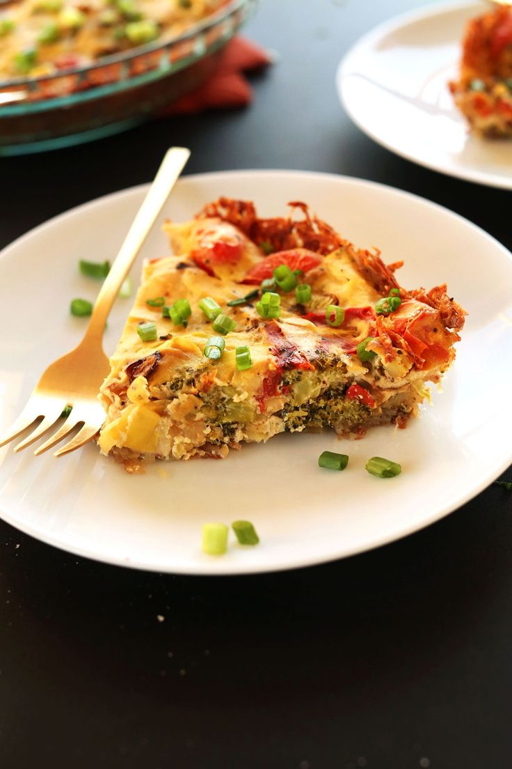AMAZING 10-ingredient Tofu Quiche with roasted veggies and a HASH BROWN CRUST! #vegan #glutenfree You won't miss the eggs one bit!!