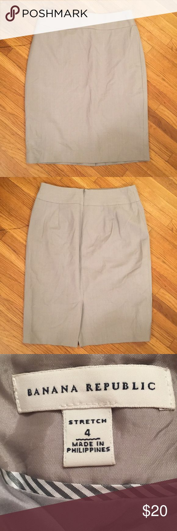 Banana Republic Gray Pencil Skirt -Item is in pre-owned condition. I do my best to heavily inspect and in doing so have not found any rips, stains, or piling to item.  -Smoke free, dog friendly home.  -Please specify measurements if you would like them.  -All items will ship within 2 business days- this excludes weekends and holidays. - No trades. No try ons.  Shipping prices firm. Banana Republic Skirts Pencil