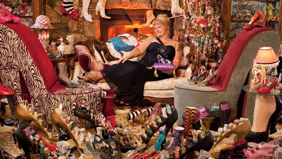 Darlene Flynn - owner of the world's largest collection of shoe-related items - video - - - Latest news - Guinness World Records