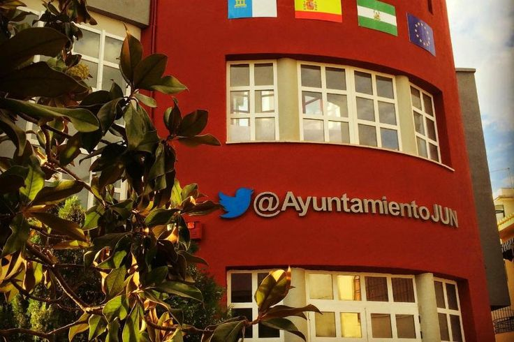 This Tiny Spanish Town Uses Twitter to Run Everything, and It's Working