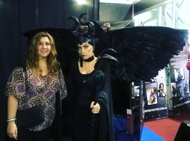 Con la genia de @gabytrun en Argentina Comic Con!  .... .... .... .... .... .... ..... .... ..... .... #gabytrun #costasalguero #argcomiccon #ComicCon #cosplay #cosplayer #cosmaker #malefica #labelladurmiente #bruja #hadamalvada #vanesaherrero #vanesaherreroart #mejorfotodeldia #lamejorfotodeldia #bestphoto #disney #villana #arte #art #artista #artist #maleficent #kosupure #fandom #fim #pelicula #evento #waltdisney #heroína