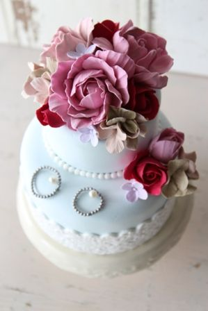 ケーキ型リングピロー  シック&ガーリー  Clay Art Wedding http://clayartwedding.net/