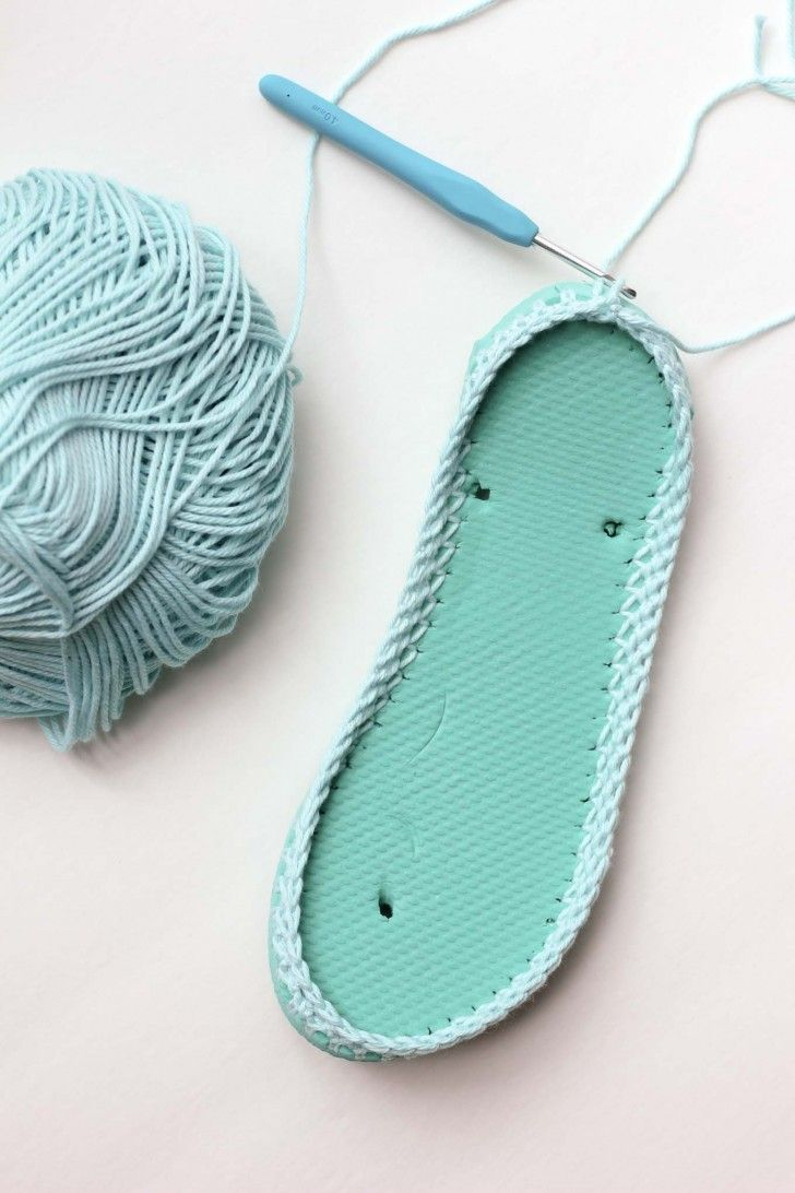 Les pantoufles au crochet sont idéales pour l'été: pour laisser passer l'air et…