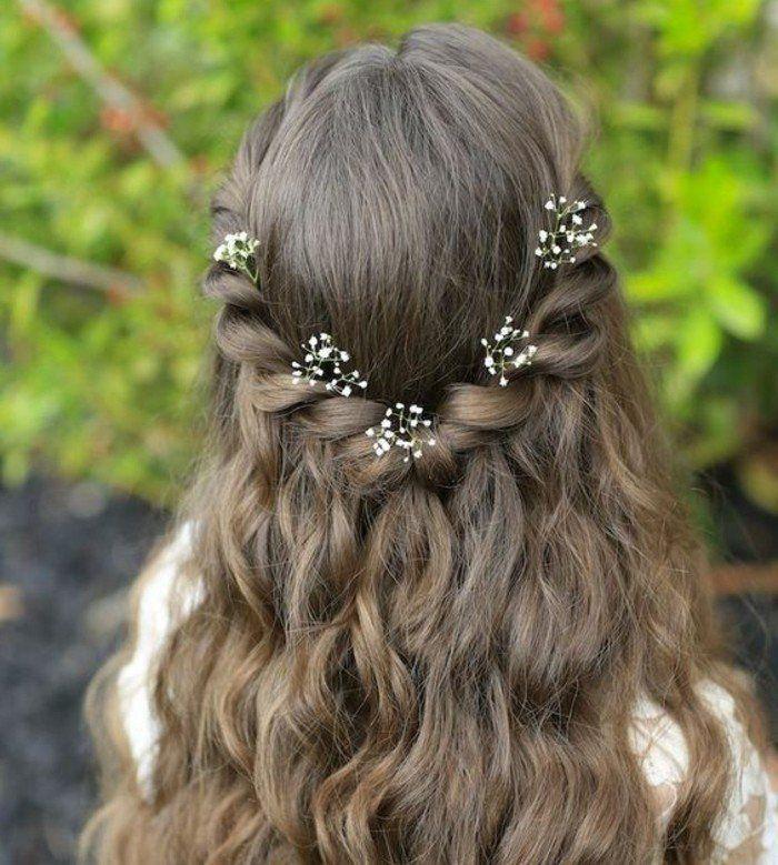 coiffure communion très facile, cheveux lâchés avec petites fleurs très douces