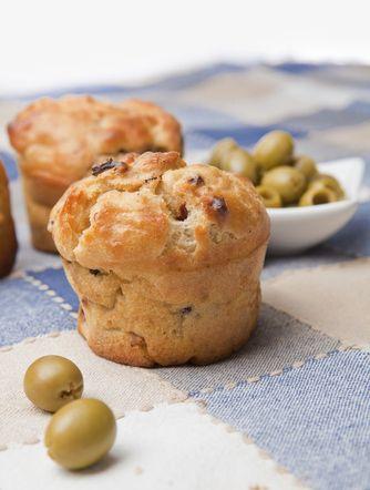 Vous pensez déjà à l'apéro de ce week-end ? Essayer de faire des muffins aux olives et au bacon.