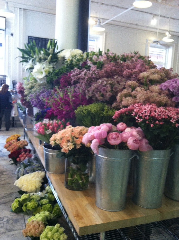 flowers at dean and deluca, broadway