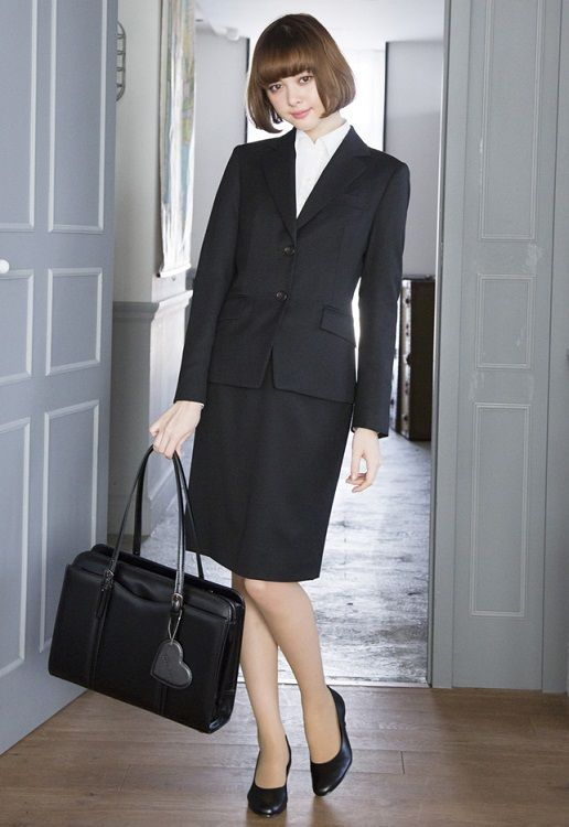 王道ブラックスーツ。 金融・証券・ホテルなどの堅め企業向き 〜就活ファッション スタイルのアイデア コーデまとめ〜