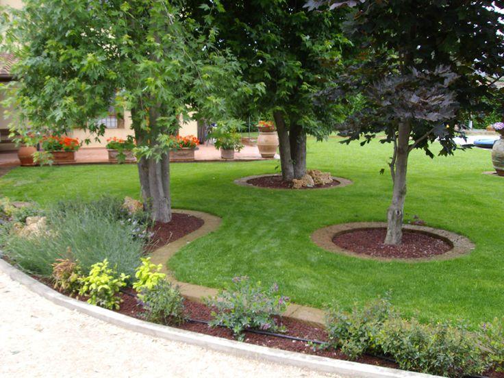 Pi di 25 fantastiche idee su progettare il giardino su - Idee per aiuole giardino ...