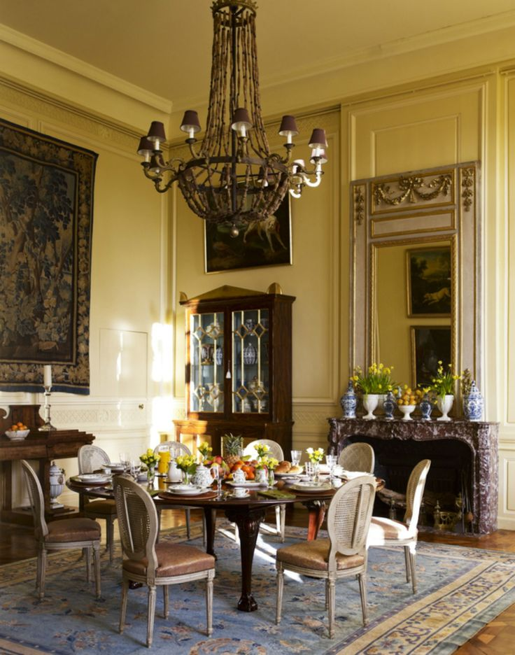 Looking for classic dining room ideas from famous interior designers? Here are the most beautiful dining room projects by Timothy Corrigan to inspire you! | Dining Room Design. Dining Room Decor. #diningroom #diningroomideas #diningroomtable See more at: http://diningroomideas.eu/classic-dining-room-ideas-designed-timothy-corrigan/