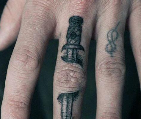 75 Fingertattoos für Männer – Männliche Design-Ideen d5e2bb1738f4d8d3767d3c7160861662