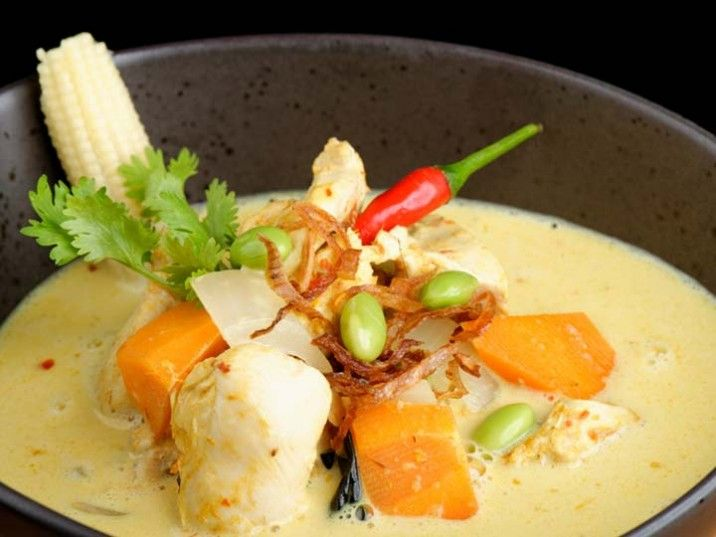 Traditionelles Thai Curry mit Huhn