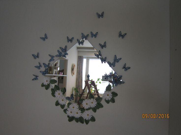 Työhuoneeni tylsä peili kaipasi hieman piristystä... Paperista tietenkin!