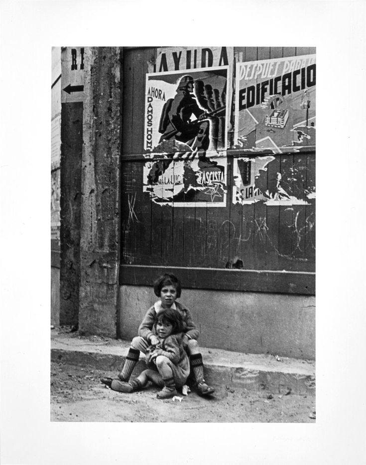 Capa, Robert (André Ernö Friedmann) - Bilbao, mayo 1937   Museo Nacional Centro de Arte Reina Sofía