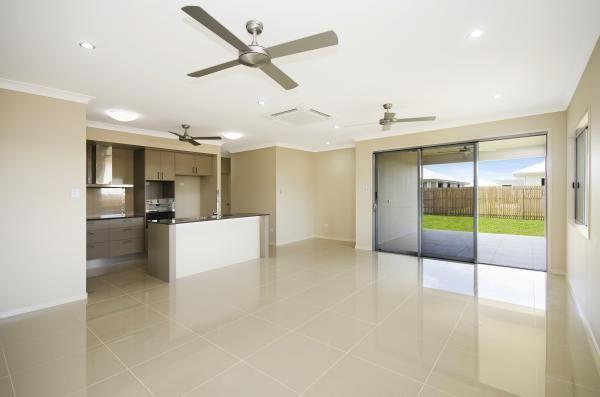 www.martinlockehomes.com.au  Townsville's Award Winning Builder  Living Area