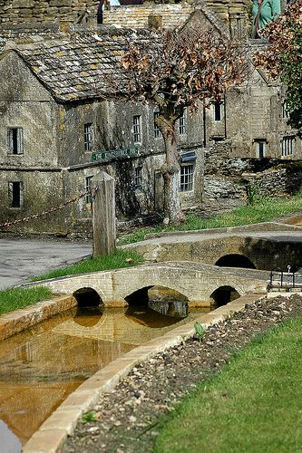 Bourton-on-the-Water Miniature Village, Cotswolds.