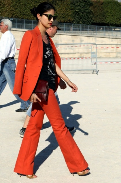 Don't shy away from a bright pantsuitFashion Weeks, Colors Pants, Power Suits, Caroline Issa, Street Style, Red Suits, Pants Suits, Style Fashion, Red Pants