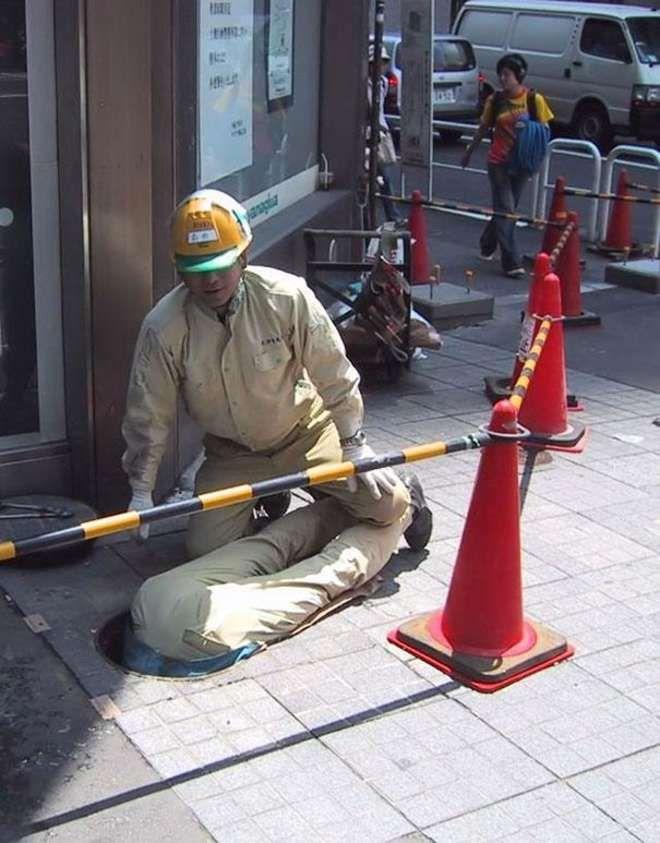 Quand les hommes font des travaux, ils se moquent des consignes de sécurité