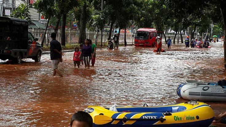 15.07 Kondisi banjir di Green Garden. via @TMCPoldaMetro #infobanjirVIVA #JakartaBanjir