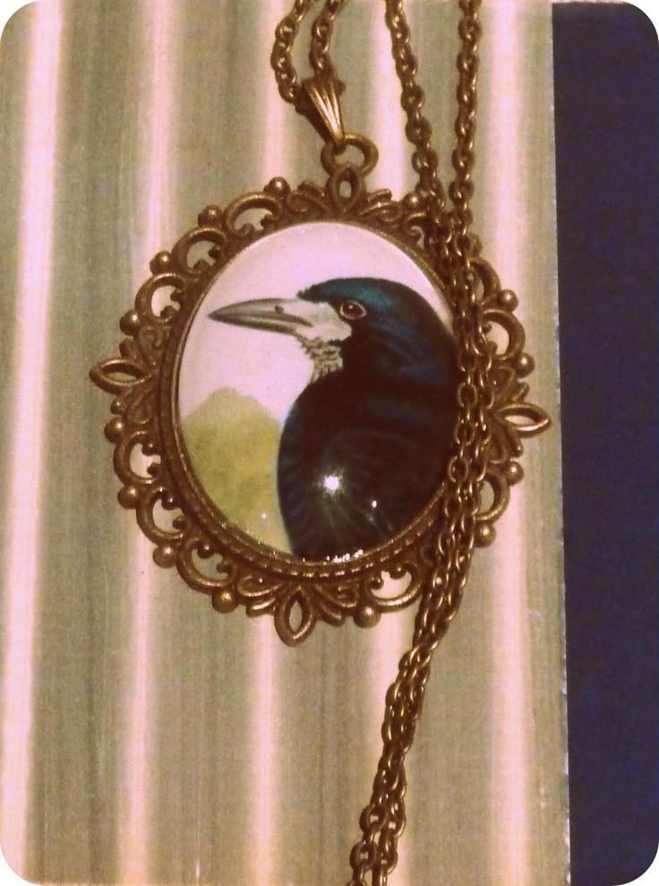 Mustavaris / Crow   moumoudesign.blogspot.com moumou DESIGN