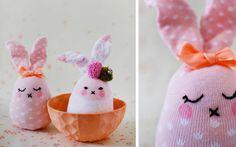 Creare un pupazzo coniglietto con il riciclo dei calzini