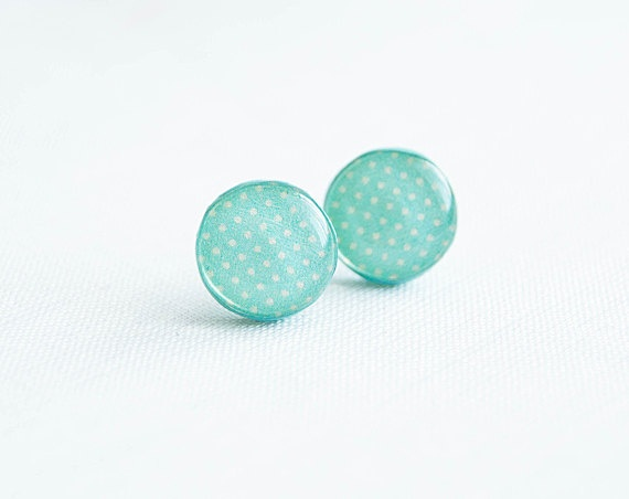 Mint polka dot earrings. oh when I get my ears pierced after the show..... :)