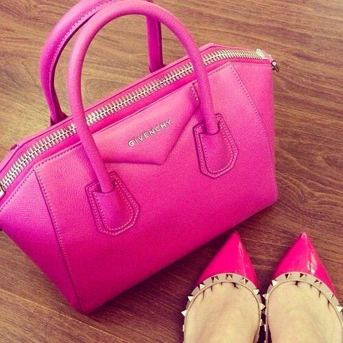 Il #rosa non è solo un #colore, ma uno #stiledivita  e con borsa #Givenchy e scarpe #Valentino l'#outfit è #bingo  #moda #me #pink #like #details #nice #passion #bags #shoes