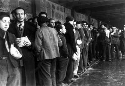 Paris 1942 Jews | Drancy, France, Jews Queuing to Bathe