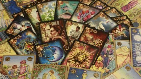 Tarotové karty a znamení zvěrokruhu (obrázek)